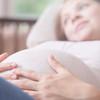 臨月に入ると胎動は減るの?特徴や注意すべきポイントを紹介