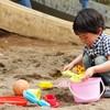 砂場遊びはいつからさせる?砂場遊び着やおもちゃセットをご紹介