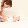 赤ちゃんのオムツ替え、外出先ではどうしてる?