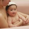 赤ちゃんのお風呂は7ヶ月から!お風呂の入れ方は?泣く・暴れるにどう対処すればいい?