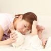 赤ちゃんの便秘解消には綿棒が効く!泣く場合は要注意かも?