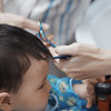 赤ちゃんのヘアカットはどうする? 必要なアイテムと手順・注意点まとめ