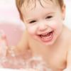 お風呂でぷかー!赤ちゃん浮き輪「スイマーバ」って?
