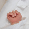 """赤ちゃんの小さくて可愛い""""手""""。人を幸せにする新生児の手の写真11選"""