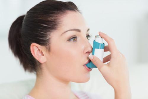 喘息の妊婦