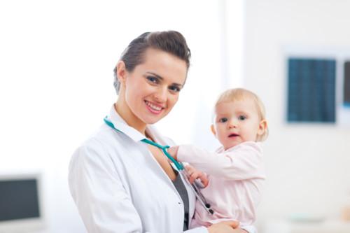 お医者さんと赤ちゃん
