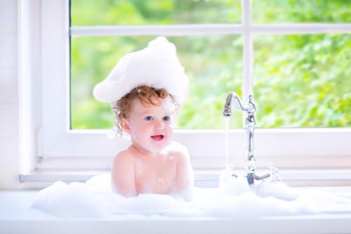 泡まみれの赤ちゃん