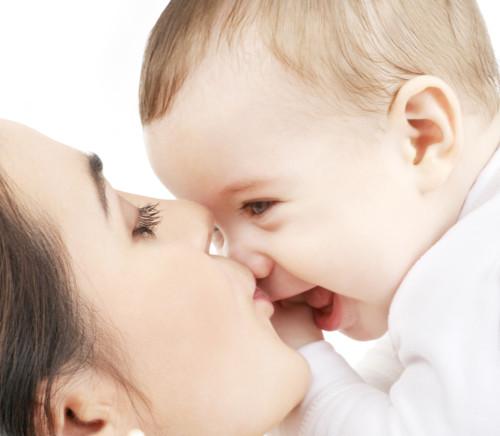 新生児メレナからは母親が守ってあげる!