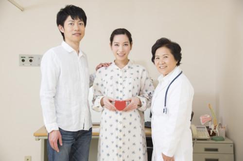 産婦人科医と妊婦