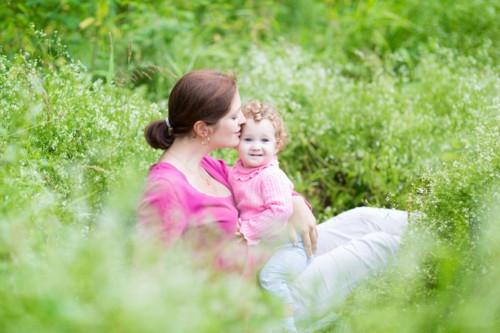 赤ちゃん 母親 公園