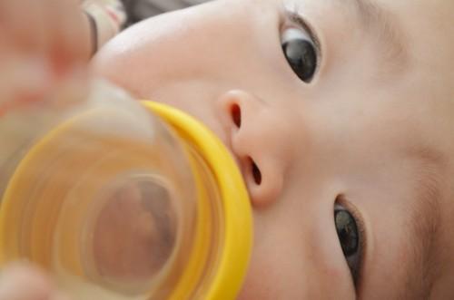乳幼児 哺乳瓶