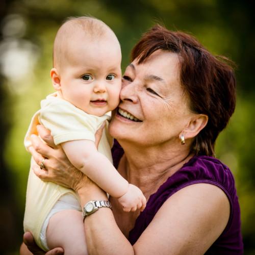 おばあちゃんと赤ちゃん