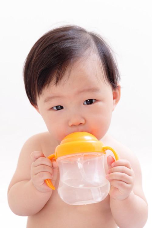 赤ちゃん 飲む 水