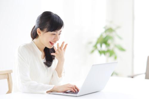 女性 パソコン 日本人