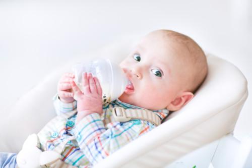 赤ちゃん 水 飲む