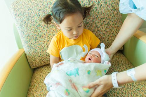 姉妹 赤ちゃん 日本人