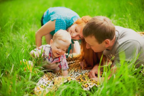 赤ちゃん 笑顔 家族