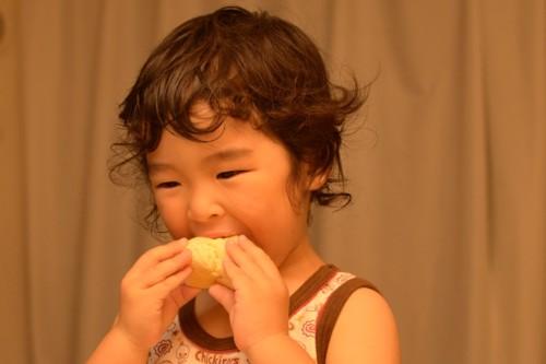 男の子 3歳 パン 日本人