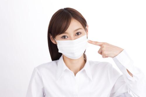 マスクをおすすめする女性