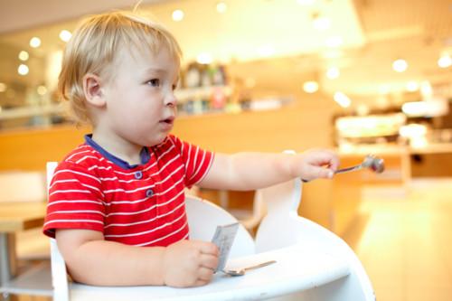 赤ちゃん 食べる つかむ