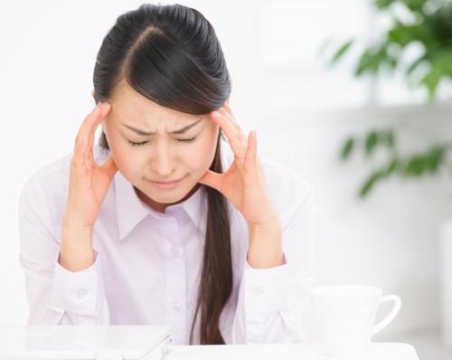 生理中の頭痛は病院で治療できる?何科を受診する?