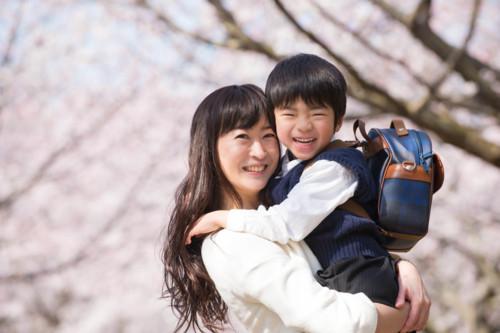 息子 抱っこ 日本人