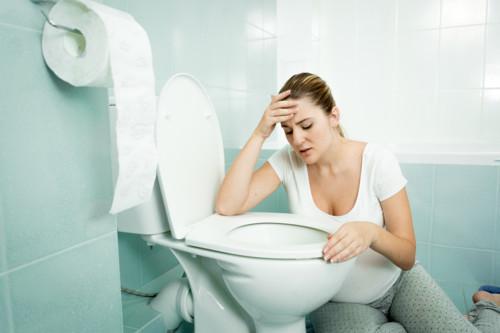 食べづわりの症状が治まったら吐きづわりになる?原因や胎児への影響