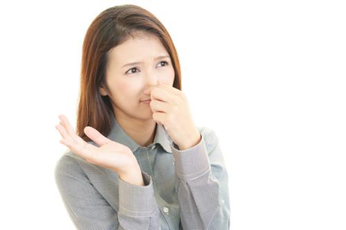 生理前に臭いがきつくなる原因は?おりものはなぜ臭くなるの?