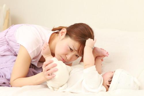 赤ちゃんの便秘解消をするために綿棒浣腸をマスターしよう