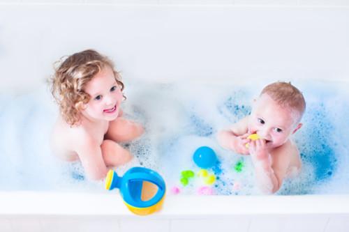 お風呂の中でスイミングなどしない