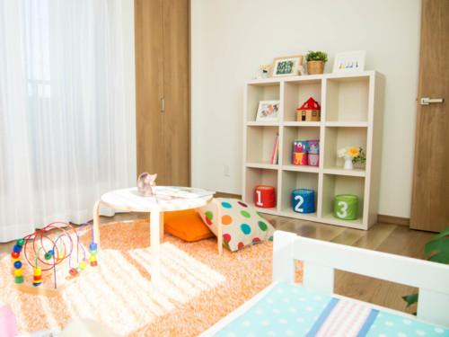 未就学児の部屋は、赤・黄色・オレンジなど明るい色を取り入れよう!