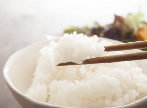 血糖値の上昇を抑える食事を意識する