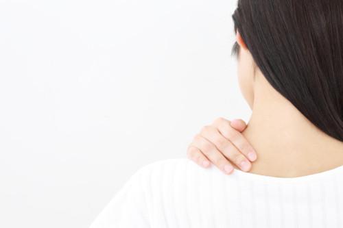 首の痛み 女性