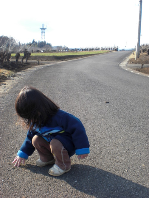 道路 座る 子供