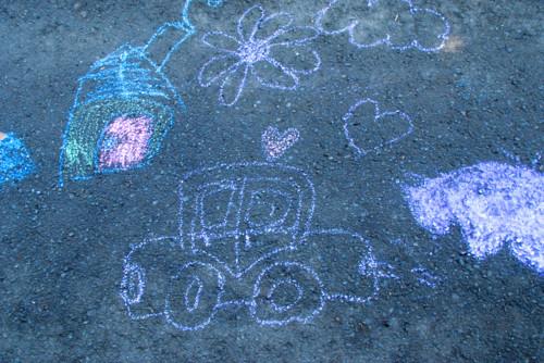 子供 道路 落書き