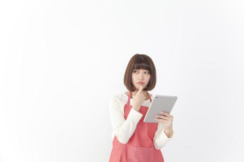 ネット 調べる 女性
