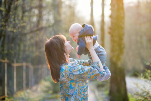 赤ちゃん 夕日