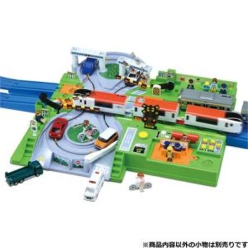 【送料無料】プラレール トミカと遊ぼう!DX踏切ステーション(おもちゃ)