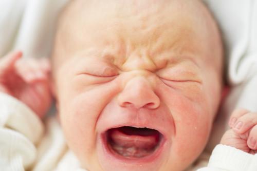 泣く 新生児