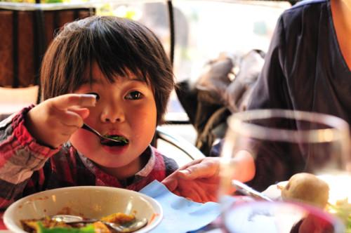 子供 食べる